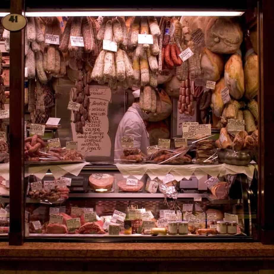 Smoked, Cured, Aged And Dehydrated Meat: Learn The Difference 1