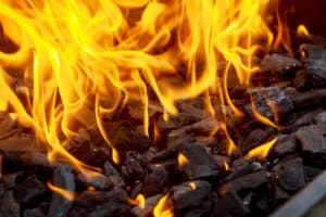 Lump Charcoal Vs Briquettes. Which Should You Use?